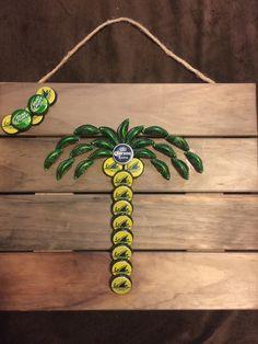 Bottle cap palm tree Beer Bottle Crafts, Beer Cap Crafts, Bottle Cap Projects, Crafts To Do, Arts And Crafts, Beer Cap Art, Bottle Cap Art, Upcycled Crafts, Crafty Craft