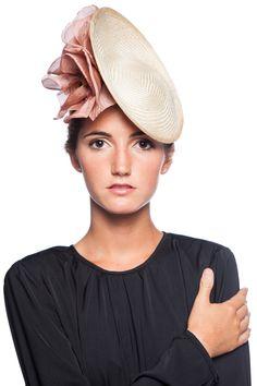 Plato Flores Nude Sombreros Fascinator, Fascinator Hats, Fascinators, Headpieces, Hat Blocks, Western Hats, Millinery Hats, Fancy Hats, Love Hat