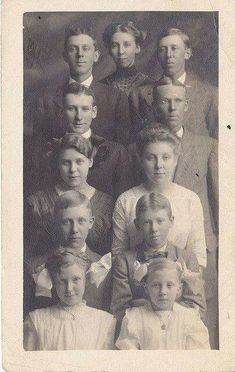 Picture of 11 siblings, early 1900's.
