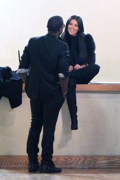 Kim Kardashian Photos - Kourtney and Kim Kardashian visit an interior design showroom in downtown Manhattan. - Kim and Kourtney Kardashian in Downtown Manhattan Kanye West Family, Kanye West And Kim, Kim Kardashian Kanye West, Kardashian Photos, Kardashian Style, Kardashian Jenner, Kourtney Kardashian, Kardashian Fashion, Yeezy Fashion