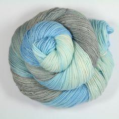 """Handgesponnen & -gefärbt - Merinosockenwolle """"Pastell grau-bleu"""" - ein Designerstück von Farbenpracht-Garne bei DaWanda"""