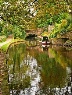 Moorgate Street Bridge over the Huddersfield Narrow Canal, Uppermill, Saddleworth, England