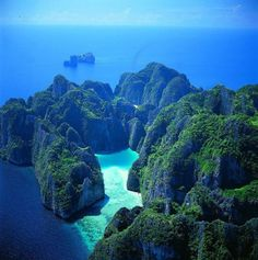 Phi Phi Islands....my ultimate place to visit! After I saw the movie the beach I've always wanted to go.