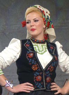Romanian traditional costumes Part 1 Port national Romanian People, Romanian Women, Popular Costumes, Folk Clothing, European Clothing, Legging, Folk Costume, Eastern Europe, Ethnic Fashion