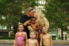 Funny Photos: The Mumford's Little Mistake. Funny Family Pictures, Awkward Family Photos, Funny Photos, Redneck Humor, Strange Photos, Crazy Photos, Awkward Funny, Family Photo Album, Bad Picture