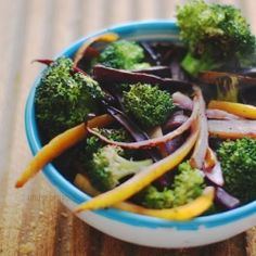 Vegetarian Wok with carrots and broccoli (in Italian)