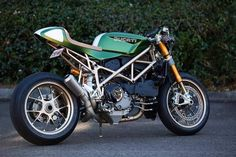 Ducati 996 Cafe Racer - love this bike. Ducati Desmo, Ducati 996, Ducati Multistrada, Cafe Racer Style, Custom Cafe Racer, Cafe Racer Build, Ducati Cafe Racer, Cafe Bike, Cafe Racers