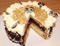 Somlói torta recept: Ezt a somlói tortát gyakran készítem születésnapokra, ünnepekre. Mindig nagy sikere van, az egész család nagyon szereti. Igaz, nem egy cukrász mestermű, de az íze mindenért kárpótol. :) Aki szeretné egy igazán finom desszerttel meglepni a családot, vagy a barátokat, annak ajánlom ezt a somlói torta receptet. :)