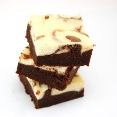 Irish Cream Cheesecake Brownies (Bailey's in the batter, Bailey's in the topping! yum.)