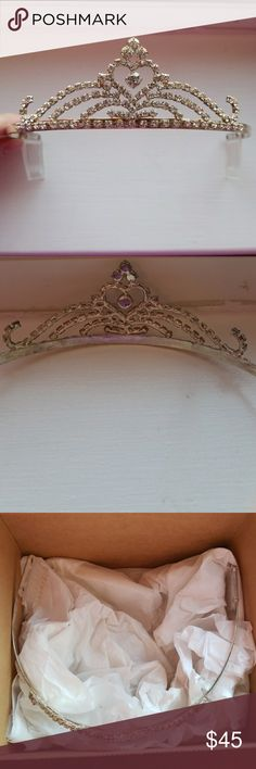 Arribas Tiara Only worn a few times for a photoshoot. Purchased in Disney World Accessories
