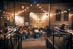 From a dark and cozy hideaway to a restaurant splurge in the middle of Lincoln Park, here are 10 romantic Chicago restaurants