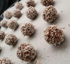 Dessert/søtsaker – lavkarbomedhanne Cottage Cheese, Bagels, Lchf, Gluten, Candy, Chocolate, Desserts, Food, Sweet