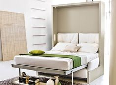 Tämä seinäsänky mahdollistaa nukkumisen olohuoneessä mistään tinkimättä.