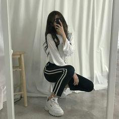 New casual korean fashion. кореянка roupas koreanas, r Ulzzang Girl Fashion, Style Ulzzang, Korean Girl Fashion, Korean Fashion Trends, Kpop Fashion Outfits, Korean Street Fashion, Look Fashion, Asian Fashion, Korea Fashion