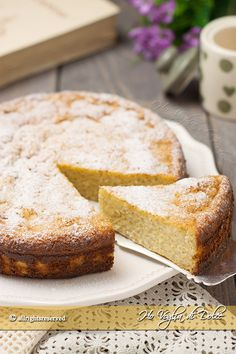 Torta di riso dolce è una torta conosciuta in tutta Italia ed una ricetta tipica emiliana. Un dolce facile, morbido e cremoso, preparato solo con riso.