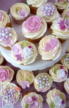 Cute pink & girly cupcakes by kissmycake.co.uk