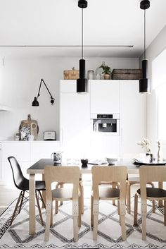 Nordic Kitchen With Sleek White Cabinets Nordic Kitchen, Scandinavian Kitchen, Scandinavian Interior, Cosy Kitchen, Contemporary Interior, Kitchen Interior, Interior Design Living Room, Interior Decorating, Küchen Design