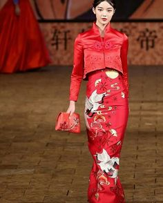 Zhan Zhifeng Spring2015 China Fashion Week #ConGuantesySombrero  #fashion #collections #style #look #instagood #like