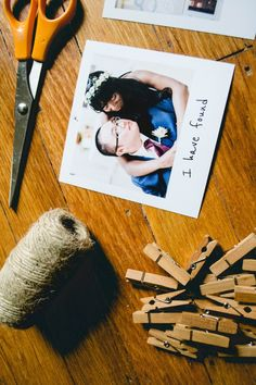 Are you a minimalist looking for ways to showcase your fave photos without taking up space? Learn how to make your own DIY minimalist photograph display!