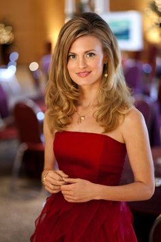 """Brooke D'Orsay as Annie in the Hallmark Channel Original Movie """"How to Fall in Love,"""" but I know her from Royal Pains!  She is so pretty"""