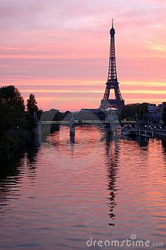 Pastal skies above the tower, pastel water reflects. the Eiffel. (Paris by Olivier MeersonJim,)
