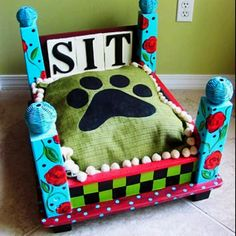 woahhh, i love this! such a great craft idea! i think this is going to be my next project!! ...an end table flipped over and made into a pet bed!!