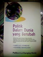 Toko Buku Sang Media : POLITIK DALAM DUNIA YANG BERUBAH