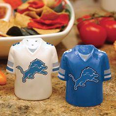 Detroit Lions salt and pepper shakers. I Want It!!!