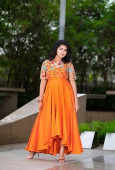 Super Skirt Long And Top Simple Ideas Simple Gown Design, Long Dress Design, Lehenga Gown, Anarkali Dress, Indian Designer Outfits, Designer Dresses, Indian Designers, Designer Wear, Frock Fashion