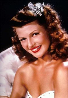 Rita Hayworth, the best known redhead, was not an actual redhead. She had black hair of Spanish descent. Hollywood gave her electrolysis to make her forehead higher and colored her hair red. Old Hollywood Glamour, Golden Age Of Hollywood, Vintage Glamour, Vintage Hollywood, Hollywood Stars, Classic Hollywood, Hollywood Icons, Rita Hayworth, James Cagney