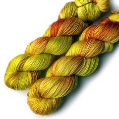 Hey, diesen tollen Etsy-Artikel fand ich bei https://www.etsy.com/de/listing/470914976/silk-merino-5050-silky-handdyed-yarn