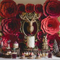 Repost from @mariage_quebec - Laissez l'esprit des fêtes vous envahir avec cette table sucrée 100% MIAM inspirée d'un Noël rustique. 🎄 Lien… Wedding Cakes, Seasons, Instagram, Table, Painting, Art, Primitive Christmas, Spirit, Weddings
