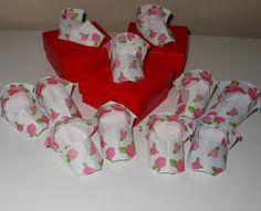 Box Origami Baby shoes Caixinha de Origami e sapatinhos como lembrancinha de nascimento ou de aniversário de 1 aninho!  http://www.meirehirata.com/