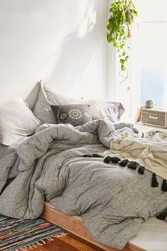 T-Shirt Jersey Comforter 4040 Locust Spacedye Jersey Comforter - Urban Outfitters. Looks like I could sleep forever in that bed! First Apartment, Apartment Living, Apartment Therapy, Living Room, Dream Bedroom, Master Bedroom, Boho Dorm Room, Dorm Rooms, Dorm Room Comforters