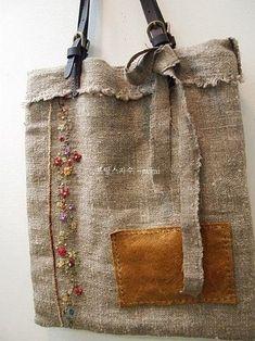 이미지 by EkinoRev and fabric crafts Handmade Handbags, Handmade Bags, Sacs Tote Bags, Diy Sac, Burlap Bags, Embroidery Bags, Boho Bags, Craft Bags, Linen Bag