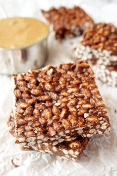 no-bake chocOlate peanut butter crispy slices