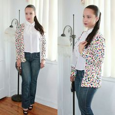 Preppy Edgy * Stylo 234 - VIDEO TUTORIAL Adopt This Preppy Edgy Look By Pairing A Cropped Button Up Shirt With Flare Jeans And A Colorful Cardi Over. Wear This Outfit With Either Heels Or Flats!