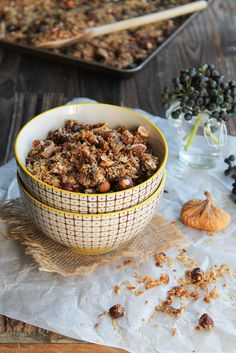 Granola hazelnut, figs, and dates Veggie Recipes, Dog Food Recipes, Healthy Bars, Breakfast Snacks, I Foods, Yummy Food, Eat, Cooking, Dried Fruit