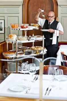 Basel's most famous dessert chariot! Dessert Restaurant, Famous Desserts, Spoil Yourself, Basel, Shortbread, Deco, Buffet, Table Settings, Switzerland