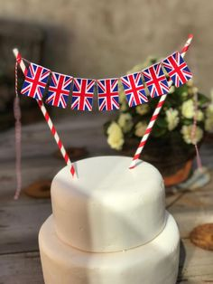 Union Jack cake bunting perfect for a VE Day party or a British Wedding! Wedding Cake Bunting, Make Bunting, Wedding Cakes, Union Jack Cake, Bunting Design, British Wedding, Fairy Cakes, Bakers Twine, Paper Straws