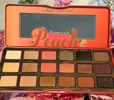 Too Faced Sweet Peach palette for Summer new Dream Palette of my fav makeup Brand. Too faced goals af😍 Kiss Makeup, Love Makeup, Makeup Inspo, Makeup Inspiration, Beauty Makeup, Drugstore Beauty, Fall Makeup, Makeup Geek, Makeup Kit