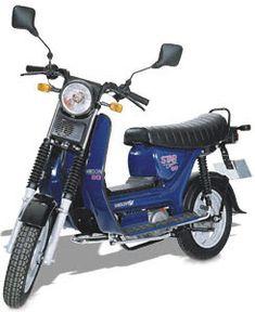SIMSON Roller SR50 Technische Angaben: Motor:Typ-Serie M 500 Hubraum:49,9 ccm Max.Leistung:1,15 kW bei 4250 U/min // 2,4 kW / 2,72 kW bei 5500 U/min Getriebe / Antrieb:3 Gang / Kette // 4 Gang / Kette Bremsen:Trommelbremse Simplex / ø 125 mm, teilweise Scheibenbremse  ø 220 mm  Leergewicht:80 kg bis 93 kg zul. Gesamtgewicht:210kg // 260 kg Tankinhalt / Reserve:6,5 Liter / 1,0 Liter Farben:malagarot, dünstgrau, signalweiss, polarblau-metallic, poolblau, schwarz Vmax:ca. 25 km/h…