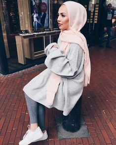 Fashion Arabic Style Illustration Description – Read More – Modest Wear, Modest Dresses, Modest Outfits, Casual Outfits, Islamic Fashion, Muslim Fashion, Modest Fashion, Fashion Outfits, Modele Hijab