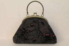 http://www.alittlemarket.com/sacs-a-main/fr_sac_petite_chouette_black_owl_-9114081.html