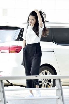 Long Dark Hair, Cute Korean Girl, Korean Outfits, Office Fashion, Daily Look, Minimal Fashion, Girls In Love, Asian Woman, Fashion Photo