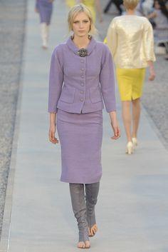 Chanel Resort 2012 Fashion Show - Julia Nobis