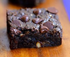 GOOEY CHOCOLATE CHIP BROWNIE BARS - Like the lovechild of a brownie and a chocolate chip cookie! Recipe link: http://chocolatecoveredkatie.com/2015/07/13/chocolate-chip-brownie-bars/