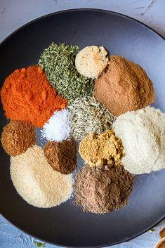 Jamaican Dishes, Jamaican Recipes, Jamaican Chicken, Jamacian Jerk Chicken, Homemade Spices, Homemade Seasonings, Jamaican Jerk Seasoning, Jamaican Jerk Rub Recipe, Gastronomia