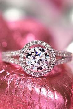 5 Must-Read Reasons Why a Halo Engagement Ring Deserves to Be On Your Wish List #haloengagementrings #halorings