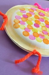 Purim Activities: Make Paper Plate Tambourines need: 2 paper plates, handful of dried beans, a stapler, markers, or stickers and yarn Daycare Crafts, Toddler Crafts, Preschool Crafts, Crafts For Kids, Music Crafts Kids, Kids Music, Daycare Ideas, Paper Plate Crafts, Paper Plates